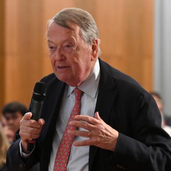 Dr Arend Oetker
